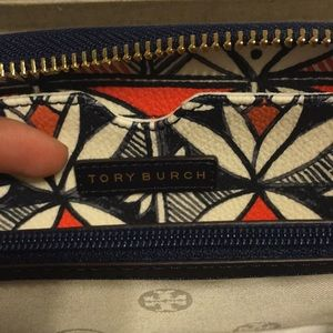 Tory Burch Bags - Tory Burch Kerrington Smartphone Wallet/Wristlet